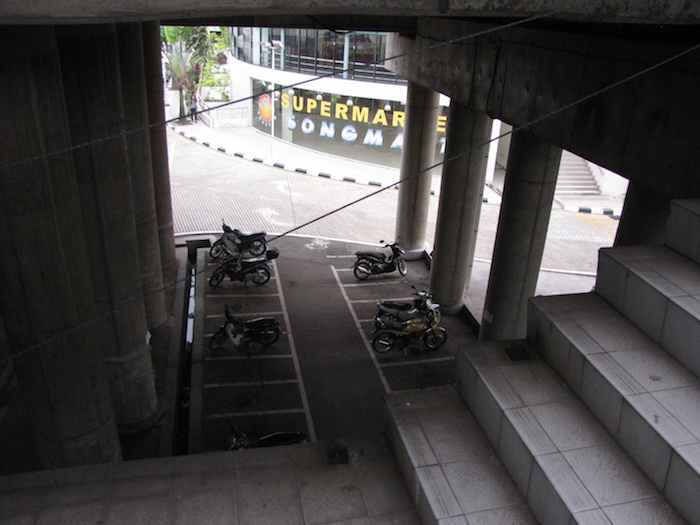photo showing the 20 foot dropoff